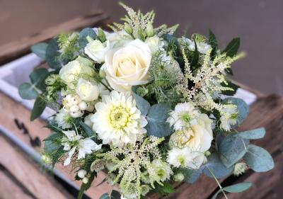 Bouquet blanc nature et eucalyptus